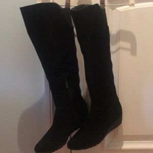 Black suede Bandilino boots with little wedge